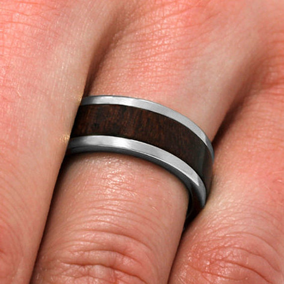 Mariage - Natural Wood Ring, 10k White Gold And Titanium Wedding Band With Bolivian Rosewood Inlay, Unique Wood Jewelry