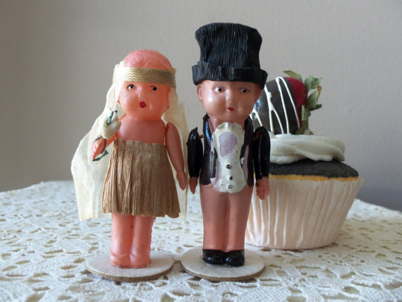 Hochzeit - Antique Cake Topper - Flapper Bride and Groom, Authentic from 1920s, Vintage Glamour, Something Old, Wedding Accessory, Rehearsal Dinner