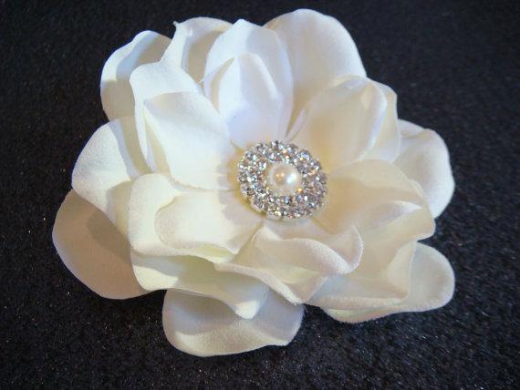 Wedding - Ivory bridal flower hair clip with pearl and rhinestones / ELEGANCE / wedding flower headpiece fascinator