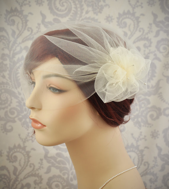 Mariage - Wedding Veil - Tulle Birdcage Veil with Pouf and Vintage Millinery Stamens, Vintage Style Veil, Flower Veil, 1920s,1930's Bridal Cap - 114BC