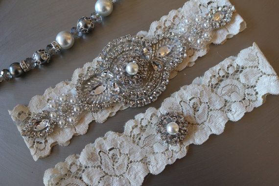 Свадьба - Wedding Garter , Pearl and Crystal Garter Set , Lace Bridal Garter , Wedding Garter Set  , Garter , Rhinestone Applique Garter