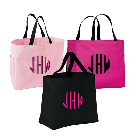 Mariage - 8 Bridesmaid Tote Bags. 8 Embroidered Tote Bags. 8 Wedding Totes. 8 Monogrammed Tote Bags. 8 Bridesmaid Bags. Eight Monogrammed Totes. B0750