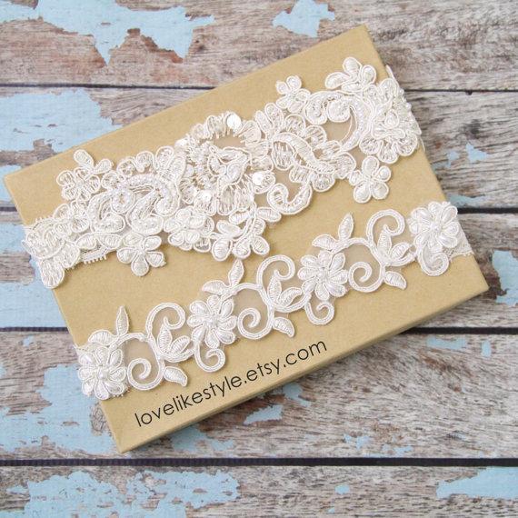 Свадьба - Light Ivory Pearl Beaded Lace Wedding Garter Set , Ivory Lace Garter Set, Toss Garter , Keepsake Garter  / GT-44