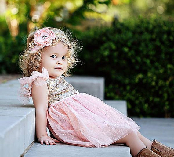 Mariage - Glitter gold and pink Birthday Outfit..Flower Girl Dress..Tutu Birthday Outfit.Flower Girl Outfit..Pink and gold birthdays.Flower Girl Dress