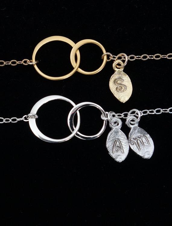 Mariage - Monogram & Name Necklace Bridesmaid Gift Initial Personalized Jewelry Silver Circles Interlocking Circle Linked Two Circle Bridal Wedding