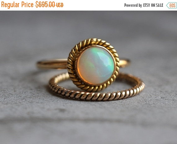 Mariage - ON SALE 14k Gold Opal ring - Engagement ring - Wedding ring - Artisan ring - October birthstone - Bezel ring - Gift for her - Christmas gift