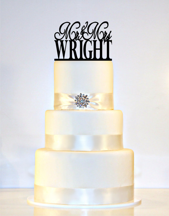 "Mariage - Monogram Wedding Cake Topper Or Sign personalized with ""Mr & Mrs"" and YOUR Last Name"