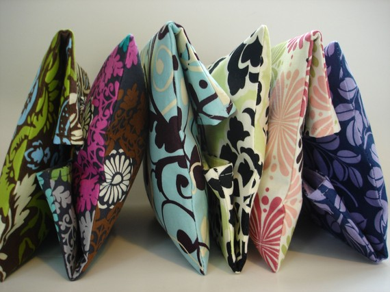 Свадьба - Set of 6 Bridesmaids Clutches Makeup Bags Choose from Our In Stock Fabrics - Size Medium