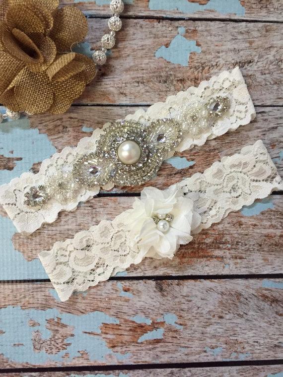 Свадьба - Ivory Wedding garter / Lace garter SET / bridal  garter / vintage lace garter / toss garter / wedding garter/