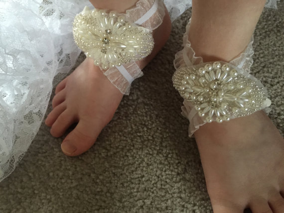 Mariage - Baby Barefoot Sandals with pearls, Baby Shoes, Baptism Shoes, Baby Sandals, White Christening Shoes, Ivory baby shoes, Free shipping