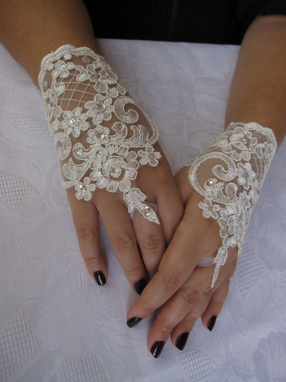 Mariage - Bridal Wrist Cuffs,White Lace Gloves