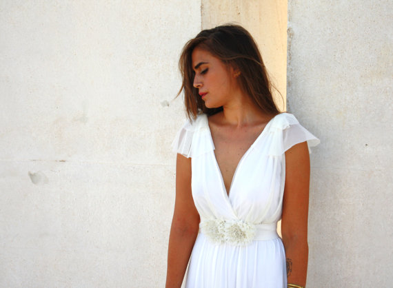 Hochzeit - Romantic wedding dress with a floral belt