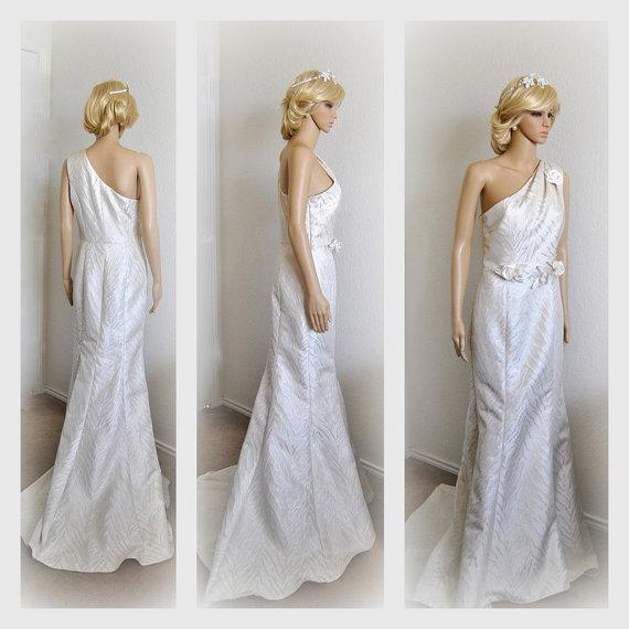Boda - SAMPLE SALE Wedding Dress Bridal Gown Floral One Shoulder Evening Dress Celebrities Embellished Fit n Flare Elegant Simple Must have Gowns
