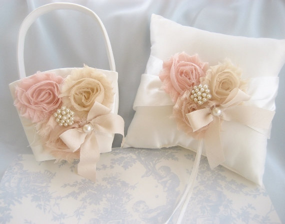 Свадьба - Vintage Wedding Pillow Basket - Ivory Ring Bearer Pillow, Flower Girl Basket Ring Pillow CUSTOM COLORS  too Wedding Pillow