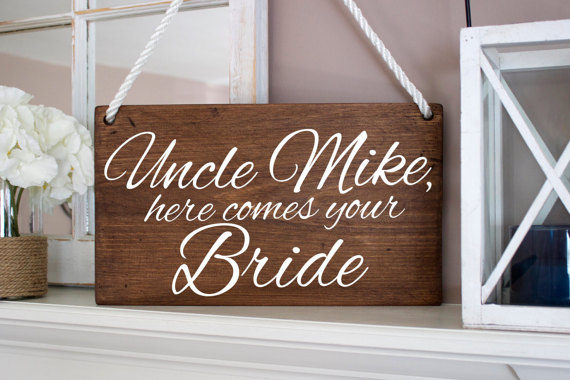 Mariage - Uncle Sign - Wood Stain -  Uncle here comes your Bride sign, Personalized Ring Bearer/Flower Girl sign, Rustic, Chic, Homemade, Just Married