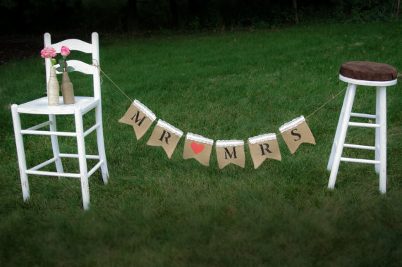 """Mariage - Vintage Inspired """"MR"""" and """"MRS"""" Bunting Banner with Lace Photo Prop Wedding Photos Rustic Home Décor Garland Shabby Chic Muslin Fabric"""