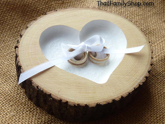 Mariage - Recessed Heart Ring Bearer Pillow with Ribbon Tie-Down, Rustic Log Ring Dish Wedding Engraved