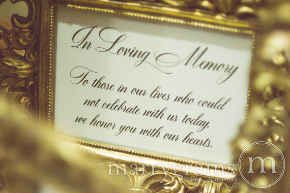 Mariage - In Loving Memory Sign Table Card - Wedding Reception Seating Signage - Family Photo Table Sign - Matching Numbers Available SS04