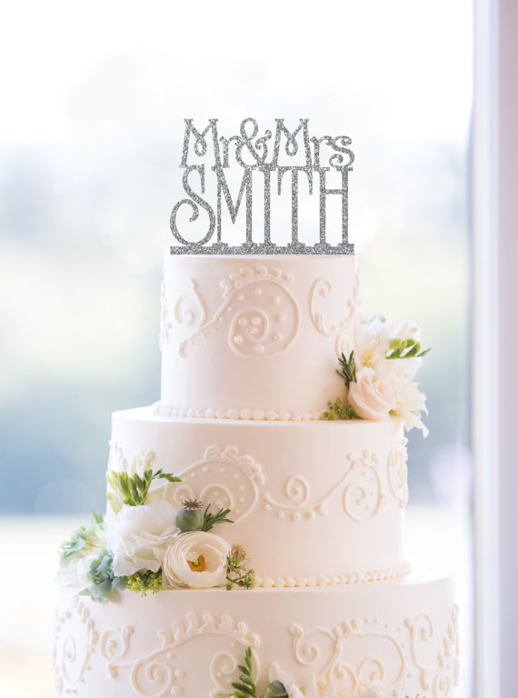 Mariage - Custom Glitter Mr and Mrs Cake Topper in your Choice of Color, Personalized Last Name Topper, Elegant Wedding Topper, Modern Topper- (S011)