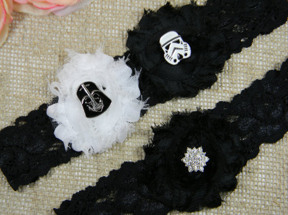 Свадьба - Star Wars Wedding Garter Set, Bridal Garter and Toss Garter Set, Black and White Shabby Chiffon Garter Belt, Black Stretch Lace Garters
