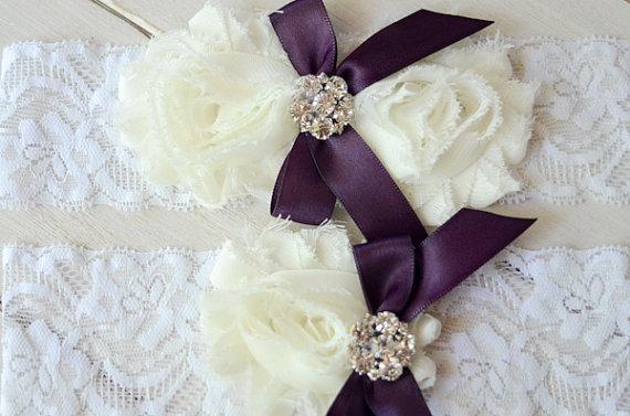 Свадьба - Bridal Garter Set, Cream and Plum Garter, Pearl and Rhinestone Garter, Lace Garter, Shabby Chic Garter, Elastic Lace