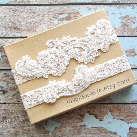 Свадьба - Light Ivory Pearl Beaded Lace Wedding Garter Set , Ivory Lace Garter Set, Toss Garter , Keepsake Garter  / GT-53IV