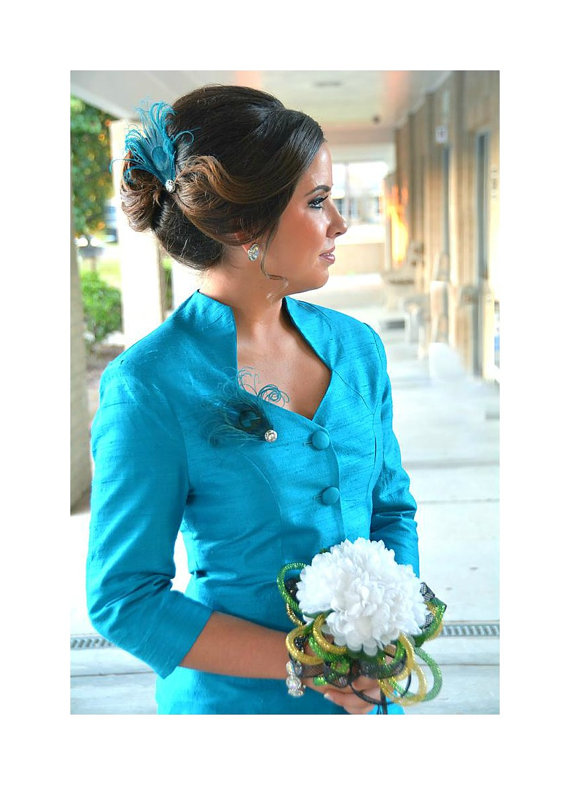 Mariage - Sparkly Turquoise Peacock Hair Clip / Comb / Bobby Pin. Formal Event Feather & Pearl / Rhinestone Accessory. Feminine Girly Teen Homecoming