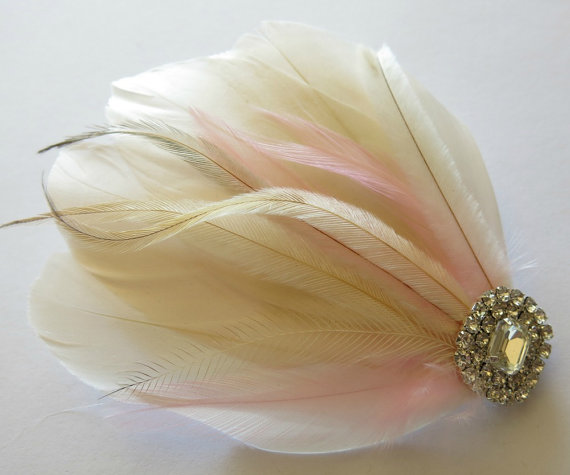 Mariage - Bridal Wedding Great Gatsby Bridesmaid Feather Hair Accessory, Feather Fascinator, Bridal Hair Piece, Ivory Blush Pink  Hair Clip