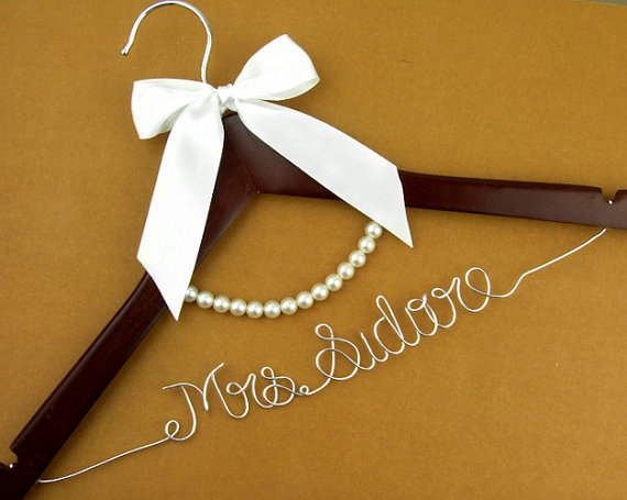 Personalized wedding dress hanger with pearls wire name for Wedding dress hangers with name