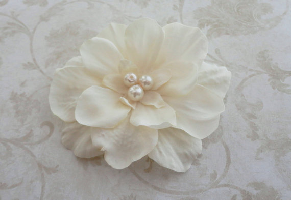 Mariage - Light Ivory Hair Clip - Bridal Ivory Flower Clip  - Small Ivory Flower - Bridesmaids Flower Clip  - Bridal Hairpiece - Ivory Hair Pin