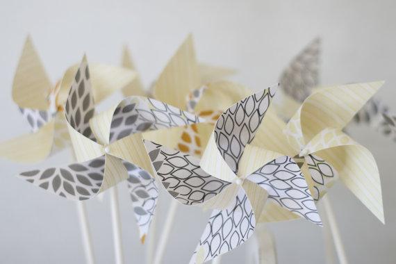 Свадьба - Wedding favor rustic -12 Mini Pinwheels Autumn leaf (Custom orders welcomed)