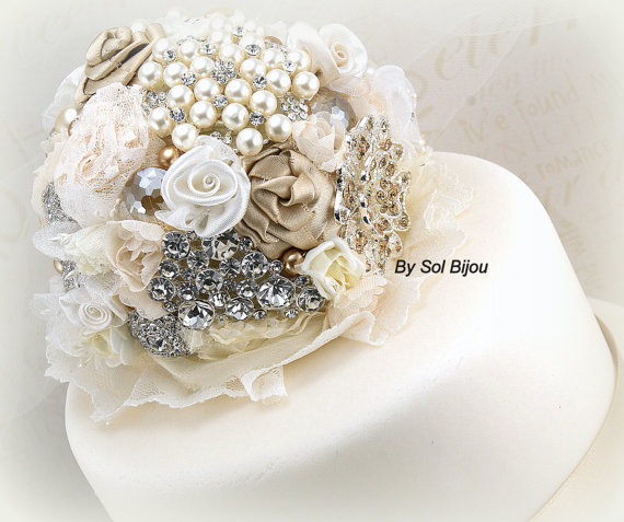 Свадьба - Cake Topper, Brooch, Wedding, Bridal, Jeweled, Cake Decoration, Champagne, Tan, Gold, Ivory, Cream, Crystals, Pearls, Vintage Style, Gatsby