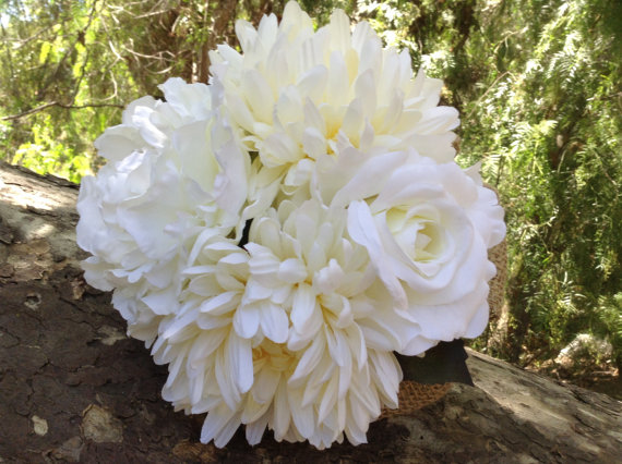 Свадьба - Bridesmaid bouquet in cream and white trimmed with burlap