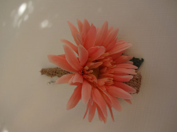 Свадьба - Boutonniere in coral gerber daisy