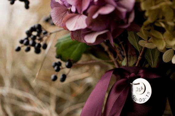Свадьба - Handstamped Bride's Wedding Bouquet Charm