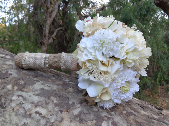Свадьба - Bridal bouquet in shades of ivory and white