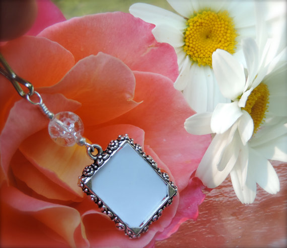Mariage - Wedding bouquet memory charm. Bridal bouquet photo charm - crackled quartz. Wedding keepsake - diy picture charm.