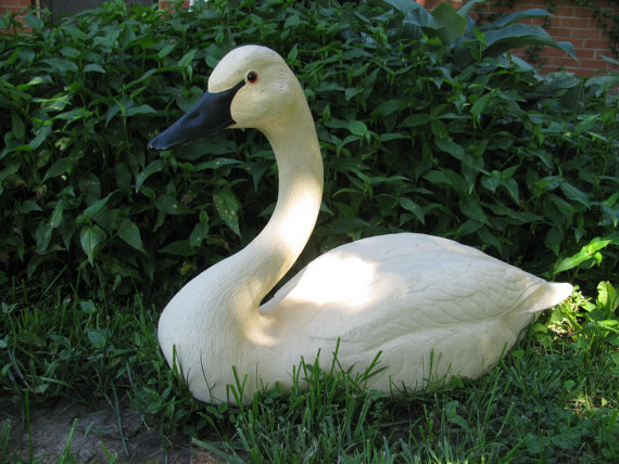 Mariage - Extra Large Swan Sculpture by Carl Huff - Vintage Perfect for Wedding Decor - Bird Display