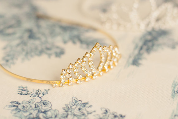 Hochzeit - Bachelorette Tiara, Bachelorette Veil, Crystal Tiara, Bride To Be Veil, Bride Gift, Bachelorette Party, Bridal Shower, Party Veil