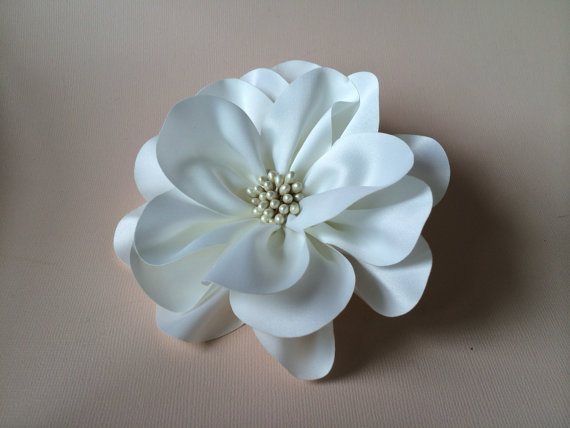 Boda - Ivory Hair Clip or Brooch - Bridal or Wedding Hair Clip - SASH- BELT- Bridal Comb - Elegant and Sophisticated Hair Accessories