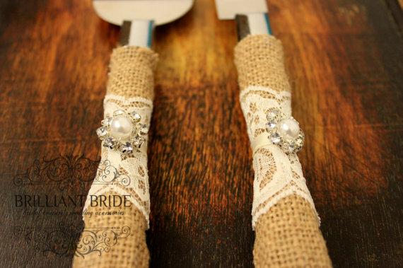 Mariage - Wedding Cake Server and Knife, Burlap and Lace Wedding Cake Cutter, Western wedding cake cutter, Ivory lace and ribbon, Burlap wedding decor