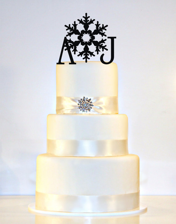 Mariage - Winter Wedding Snowflake Monogram Wedding Cake Topper in Any Letters A B C D E F G H I J K L M N O P Q R S T U V W X Y Z