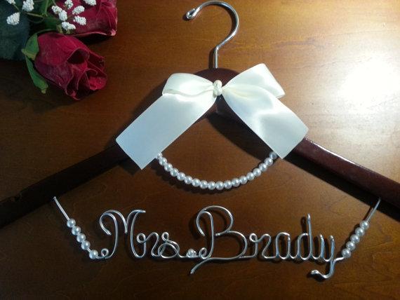 زفاف - Bridal Hanger for your wedding pictures, Personalized custom bridal hanger, brides hanger, Wedding hanger, Bridal hanger with pearls, bridal
