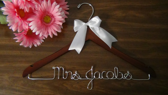 Mariage - Bridal Hanger for Wedding Dress, Custom Hanger, Personalized Keepsake Hanger, Bridal Shower Gift idea,Wedding Photo Props
