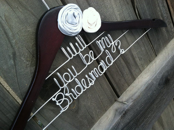 زفاف - Will You Be My Bridesmaid Wedding Hanger. Bridal Hanger. Flowers. Bridal Gift. Bridesmaid.