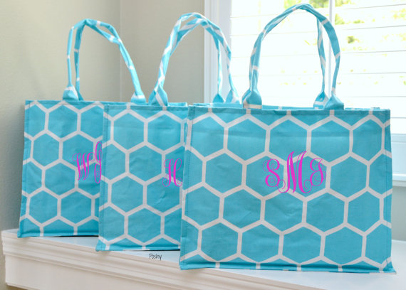 Свадьба - SALE ...SET of 10 Personalized Wedding Bridesmaid Tote Gifts in Honeycomb Print in Turquoise Monogram