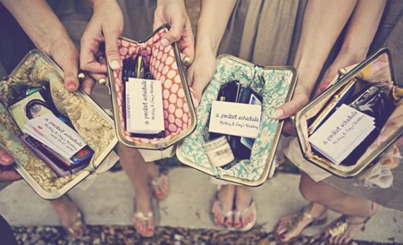 Mariage - custom : bridesmaids gifts, personalized clutches