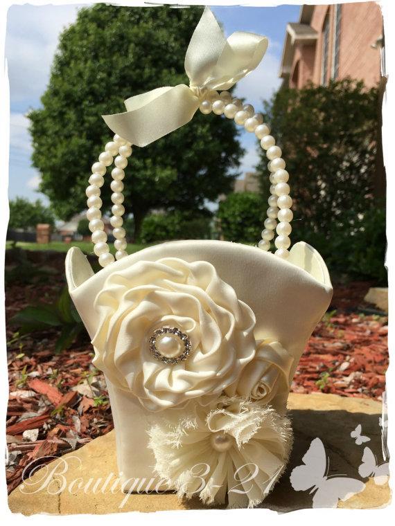 Свадьба - Small Ivory Flower Girl Basket, White Flower Girl Basket, Pearl Flower Girl Basket / Satin Flower Girl Basket