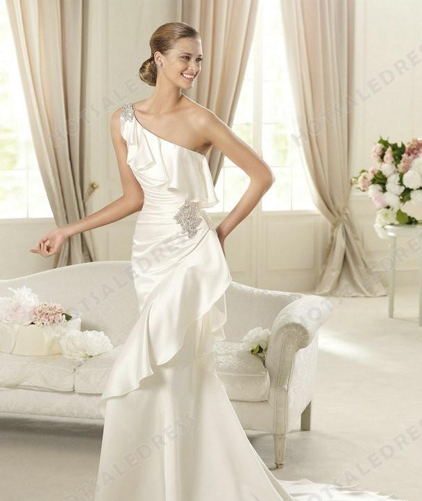 Wedding dress style pronovias datsun satin embroidery for Satin mermaid style wedding dresses