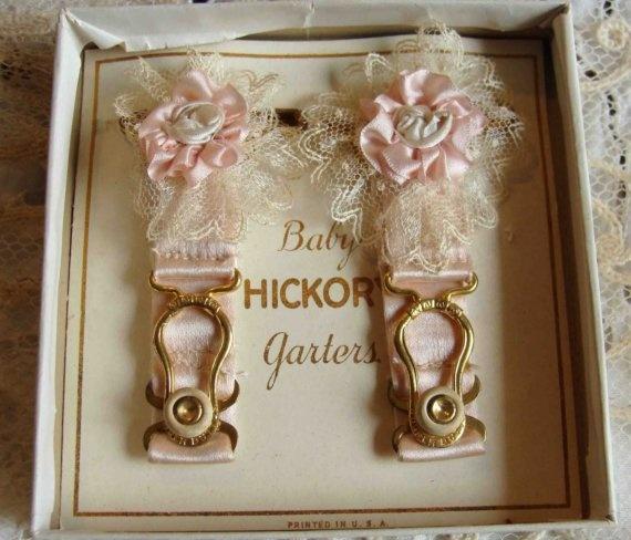 Свадьба - Circa 1920s 1 Pair Of Exquisite Pink Silk Baby Garters Adorned With Ribbon Flowers Original Box